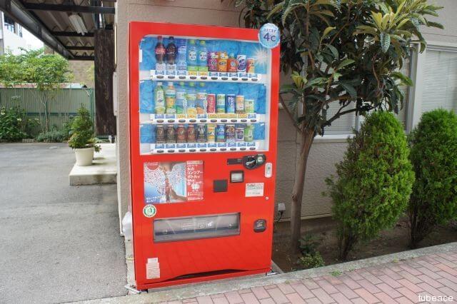 赤い自動販売機