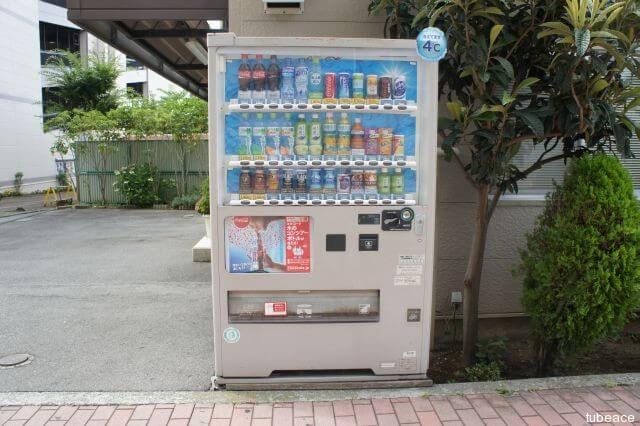 白い自動販売機